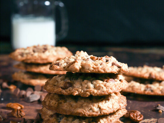 Crispy Oatmeal Cookies with Pecans and Chocolate