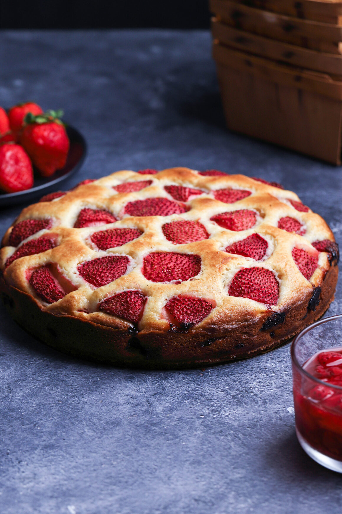 strawberry-cake with strawberry sauce