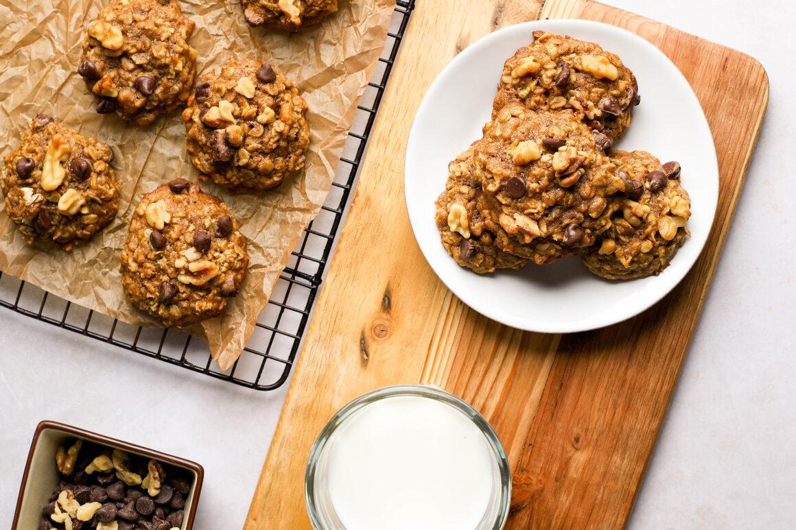 apple walnut dark chocolate oatmeal cookie closeup
