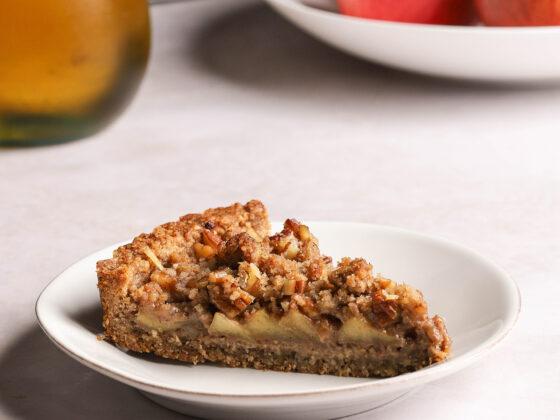 caramel apple pecan streusel tart