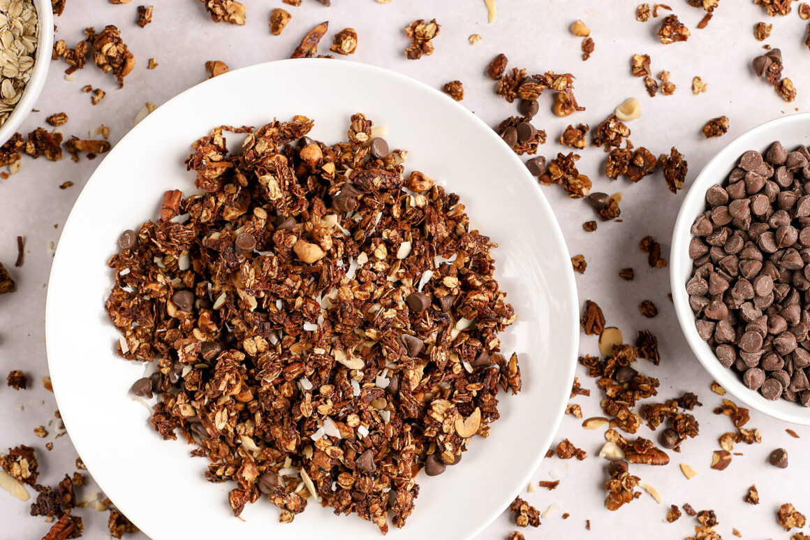 granola with chocolate chips and almonds