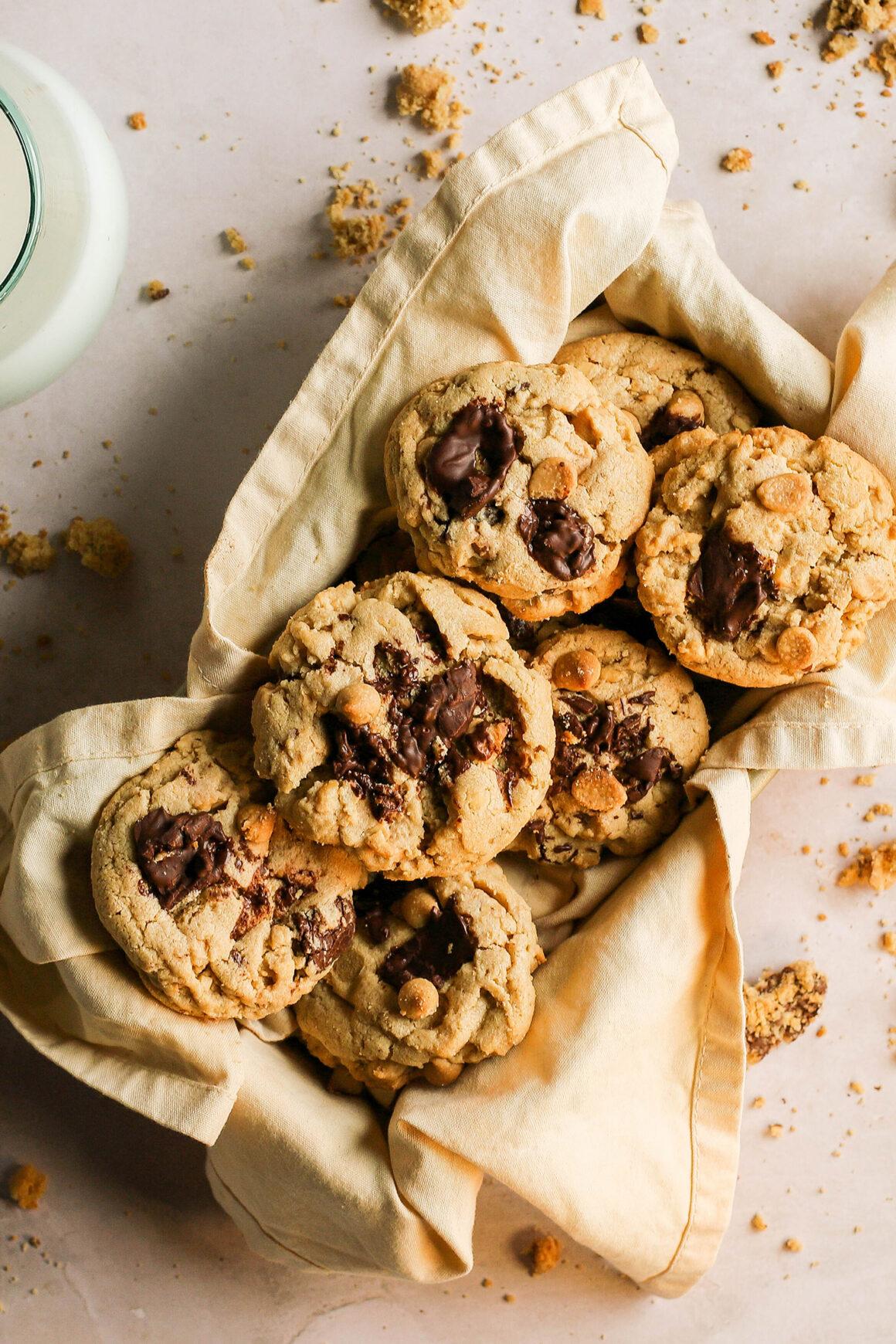 pb cookies with chocolate chunks